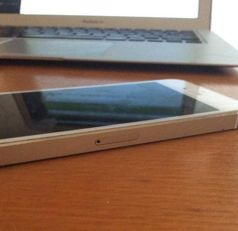 iPhone シムカード 出し方